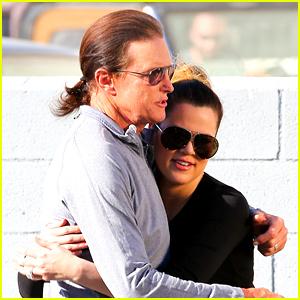 Khloe Kardashian Posts Support for Caitlyn Jenner's Debut!