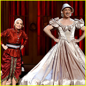 Kristin Chenoweth & Alan Cumming Spoof 'King & I' at Tony Awards 2015! (Video)