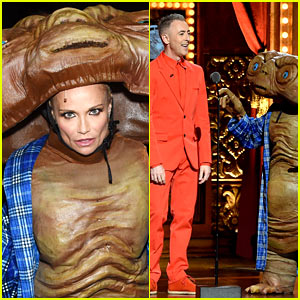 Kristin Chenoweth Dresses Up as E.T. at Tony Awards 2015!