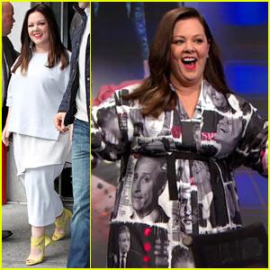 Melissa McCarthy Wears Jon Stewart's Face All Over Her Dress