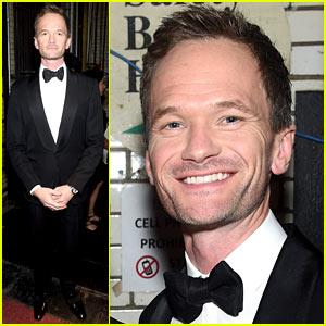 Neil Patrick Harris Parodies His Oscars Joke at Tony Awards 2015 (Video)