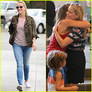 Reese Witherspoon Has a 'Squinty Smiley' Weekend