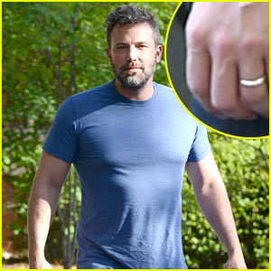 Ben Affleck Is Still Wearing His Wedding Ring