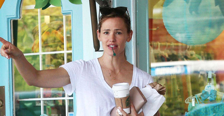 Jennifer Garner Keeps Wedding Ring On For Latest Outing  Jennifer Garner :  Just Jared