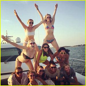 Jennifer Lawrence Tops Amy Schumer's Pyramid in a Bikini!