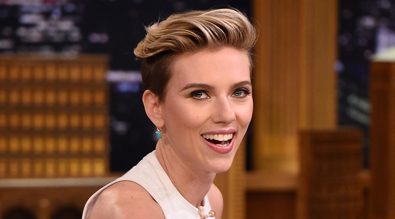 Scarlett Johansson Debuts New Short Red Hair! | Romain .