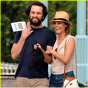 Keri Russell & Matthew Rhys Look So Cute Together on Their Romantic Outing!