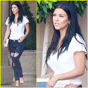 Kourtney Kardashian Takes a Scenic Trip to the Zoo