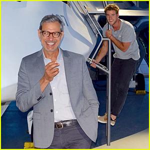 Liam Hemsworth Photobombs Jeff Goldblum's First Facebook Pic!