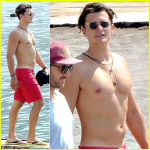 Orlando Bloom Goes Shirtless & Puts His Muscles on Display!
