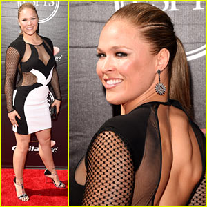 Ronda Rousey Is the Best Female Favorite at ESPYs 2015!