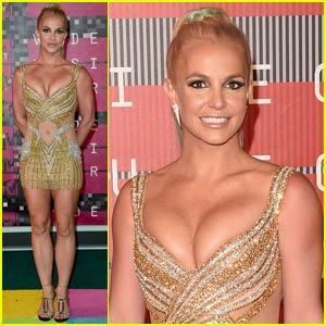 Britney Spears Shows Major Cleavage at 2015 MTV VMAs