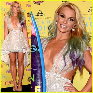 Britney Spears Stuns with Rainbow Hair at Teen Choice 2015