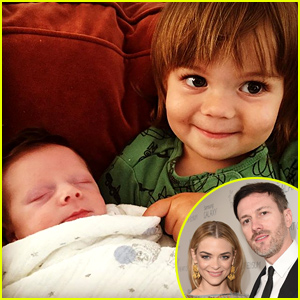 Jaime King Shares Photo of Her Sons James Knight & Leo Thames Meeting!