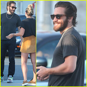 Jake Gyllenhaal Grabs Lunch With Friends In Hollywood