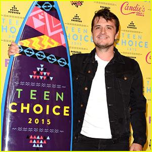 Josh Hutcherson Wins Big at Teen Choice Awards 2015!