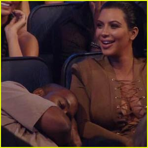 Kanye West Pretends to Nap During Taylor Swift's Speech at the MTV VMAs 2015 (Video)
