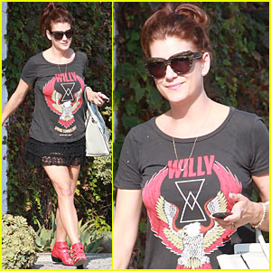 Kate Walsh & Her Cat Show Off Her New Shoes