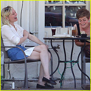 Kirsten Dunst Gets Silly With Her Gal Pals