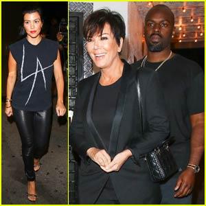 Kourtney Kardashian Flaunts Fit Body in Sexy Mirror Selfie