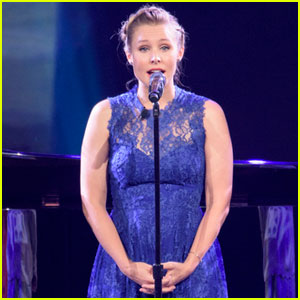 Kristen Bell Makes Surprise Appearance at D23 Expo to Sing 'Do You Want to Build a Snowman?' With 'Frozen' Cast (Video)