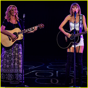 Taylor Swift & Lisa Kudrow Revive 'Smelly Cat' - Watch Now!
