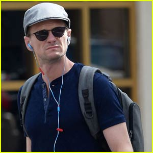Neil Patrick Harris Checks Out Taye Diggs in Broadway's Hedwig