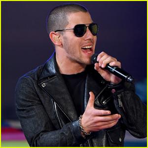 Nick Jonas Performs 'Levels' at MTV VMAs 2015 (Video)