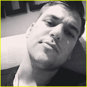 Rob Kardashian Posts His First Instagram Selfie in Years