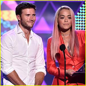 Scott Eastwood Presents an Award to Chloe Moretz at Teen Choice Awards 2015