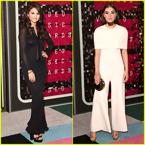 Selena Gomez & Hailee Steinfeld Go Black & White at MTV VMAs 2015!