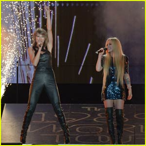 Taylor Swift Brings Avril Lavigne Out for 'Complicated' Duet - Watc