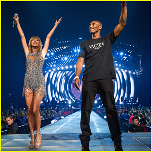 Taylor Swift's Surprise Guest Kobe Bryant Surprises Her with Staples Center Banner!