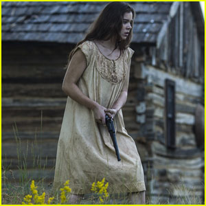 Hailee Steinfeld & Brit Marling Play Protective Sisters in New 'The Keeping Room' Trailer - Watch Now!