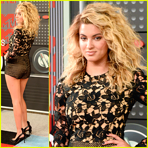 Tori Kelly Hits Red Carpet At MTV VMAs 2015