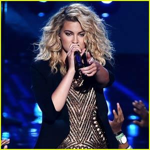 Tori Kelly Blows Everyone Away With Killer 'Should've Been Us' Performance at MTV VMAs 2015 (Video)