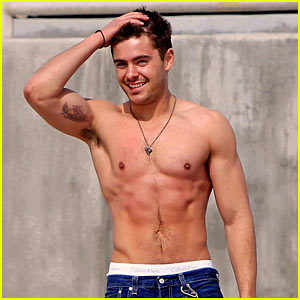 Zac Efron In Talks to Star in 'Baywatch' Movie with The Rock!