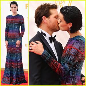 Jaimie Alexander & Peter Facinelli Make Out on Emmys 2015 Red Carpet