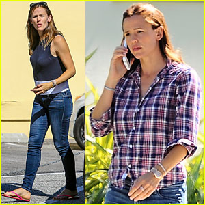 Jennifer Garner Chats On The Phone While Running Errands