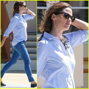 Jennifer Garner Rocks Wet Hair As She Runs Errands