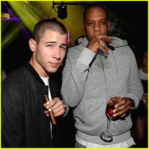 Nick Jonas Hangs With Jay Z At Made In America Festival 2015