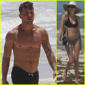 Ryan Phillippe Bares His Shirtless Body on Vacation with Paulina Slagter!