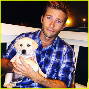 Scott Eastwood Got a New Puppy & Is Now Hotter Than Ever