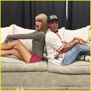 Taylor Swift & Todrick Hall Hang Out After His Mashup Of Her Songs Goes Viral!