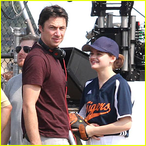Zach Braff Directs Joey King's 'Going In Style' Softball Scene