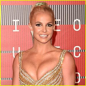 Britney Spears Suffers Wardrobe Malfunction, Keeps Performing Like a Pro! (Video)