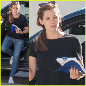 Jennifer Garner Runs Errands After Single Night Out