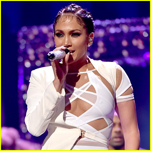 Jennifer Lopez to Host American Music Awards 2015!