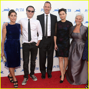 Joaquin Phoenix & His Family Present First-Ever Phoenix Humanitarian Award At PETA Gala 2015!