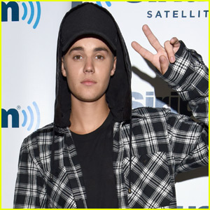 Justin Bieber Favorites Tweet About Full Frontal Paparazzi Pics